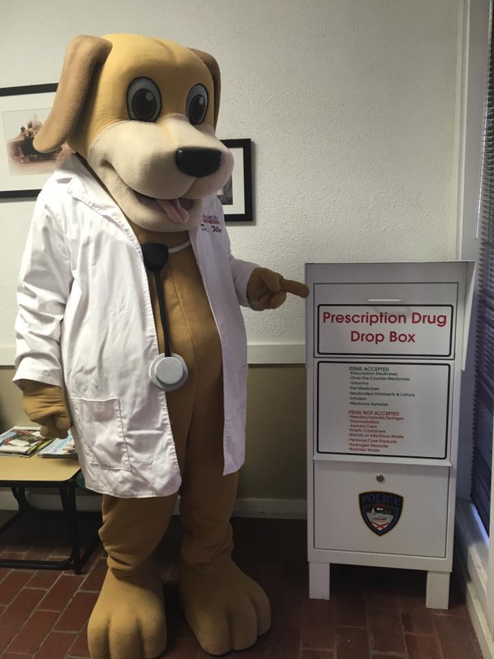 Dr. Wags supporting the police in Eufaula drug take-back program